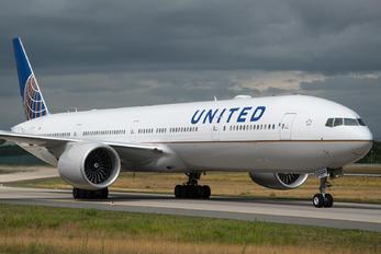 N59034 - United Airlines Boeing 777-300ER
