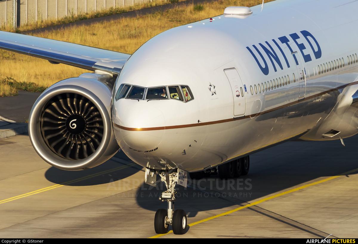 United Airlines N2136U aircraft at Frankfurt