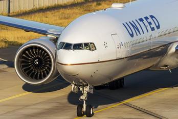 N2136U - United Airlines Boeing 777-300ER