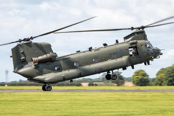 ZA671 - Royal Air Force Boeing Chinook HC.4