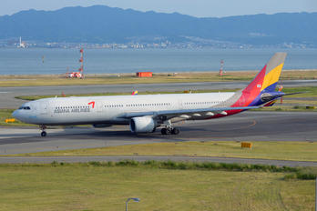 HL7746 - Asiana Airlines Airbus A330-300