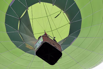 - - - Airport Overview Balloon -
