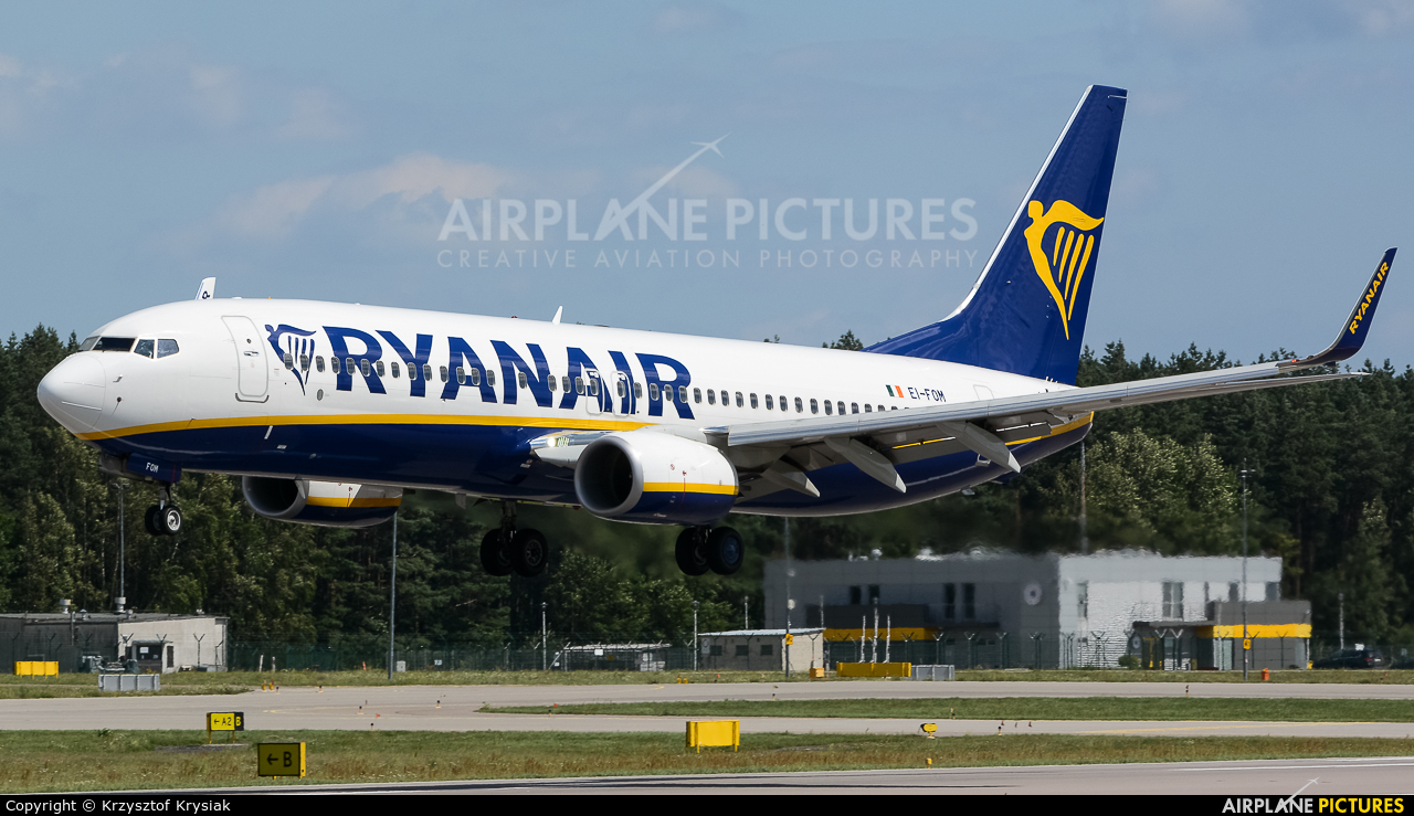 Ryanair EI-FOM aircraft at Gdańsk - Lech Wałęsa