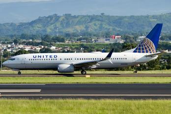 N35236 - United Airlines Boeing 737-800