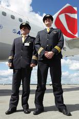 OK-MEL - CSA - Czech Airlines - Airport Overview - People, Pilot