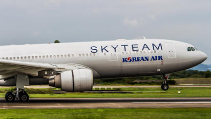 HL8212 - Korean Air Airbus A330-200