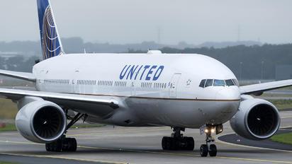 N792UA - United Airlines Boeing 777-200ER