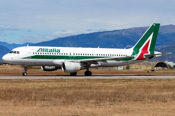EI-DTM - Alitalia Airbus A320