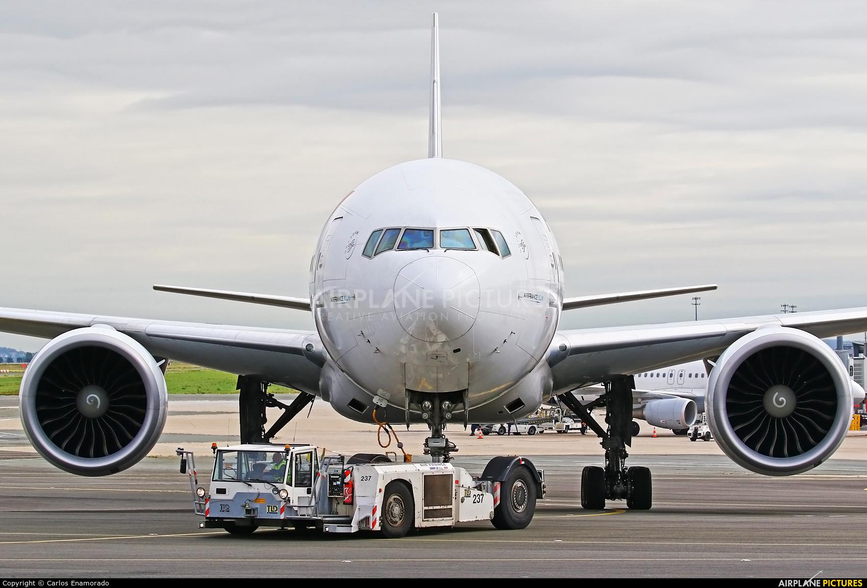 Air France F-GZNG aircraft at Paris - Charles de Gaulle