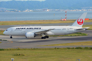 JA824J - JAL - Japan Airlines Boeing 787-8 Dreamliner
