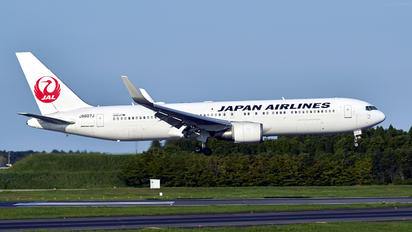 JA607J - JAL - Japan Airlines Boeing 767-300ER