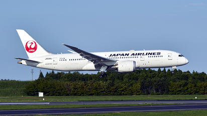JA835J - JAL - Japan Airlines Boeing 787-8 Dreamliner