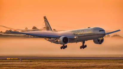#1 Etihad Airways Boeing 777-300ER A6-ETL taken by Simon Forster