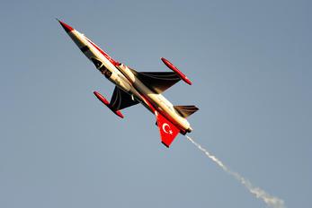 70-3046 - Turkey - Air Force : Turkish Stars Canadair NF-5A