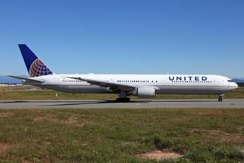 N67052 - United Airlines Boeing 767-400ER