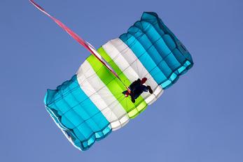 - - Sky Magic Parachute Parachutist
