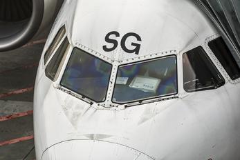 EI-DSG - Alitalia Airbus A320
