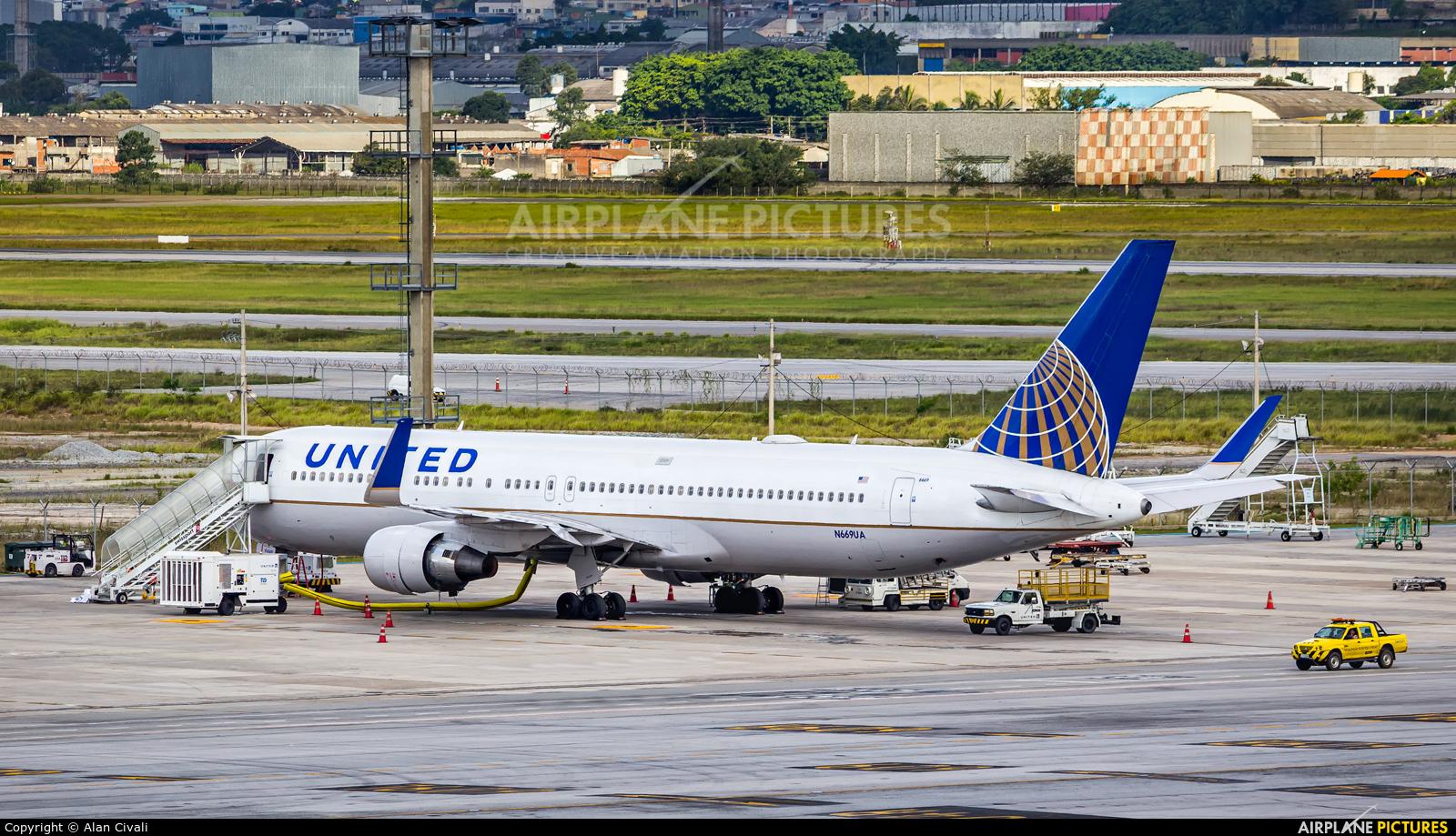 United Airlines N669UA aircraft at São Paulo - Guarulhos