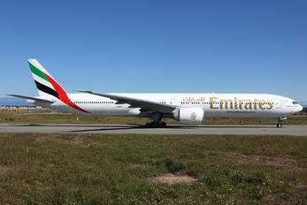 A6-EPQ - Emirates Airlines Boeing 777-300ER