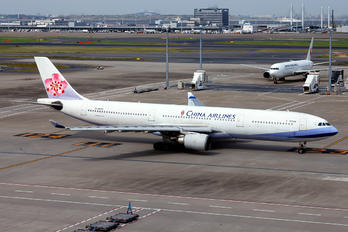 B-18302 - China Airlines Airbus A330-300