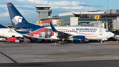 XA-GOL - Aeromexico Boeing 737-700