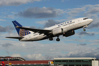 N27724 - United Airlines Boeing 737-700