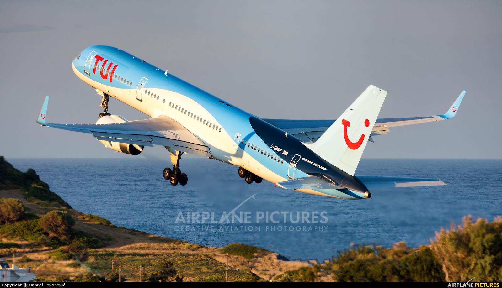 TUI Airways G-OOBN aircraft at Skiathos