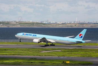HL7534 - Korean Air Boeing 777-300