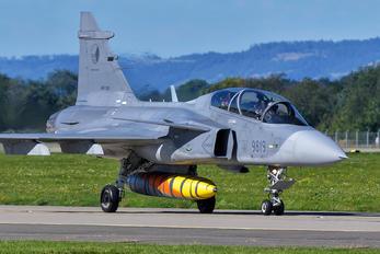 9819 - Czech - Air Force SAAB JAS 39D Gripen