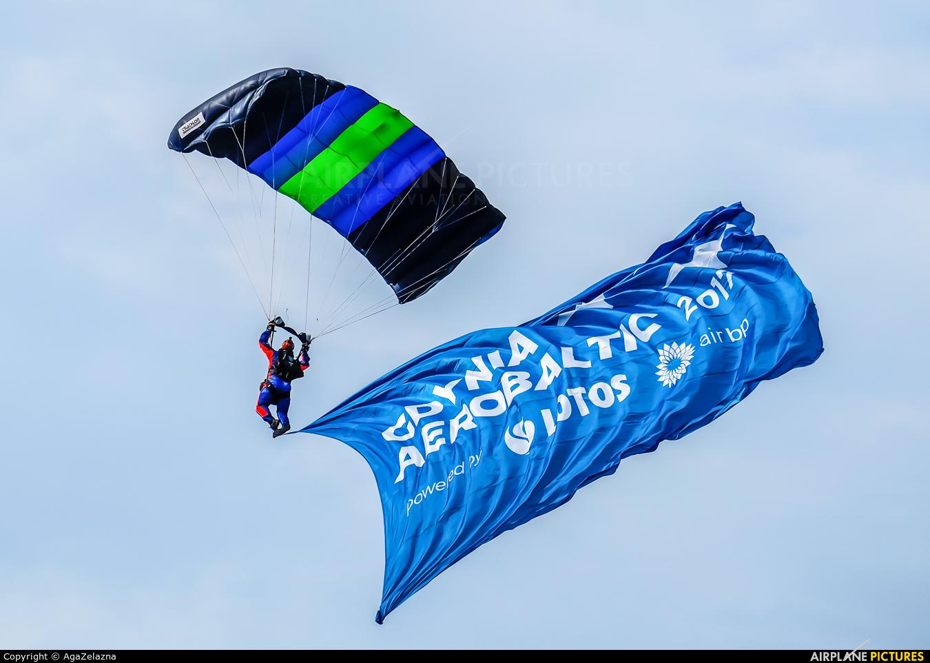 Parachute - aircraft at Gdynia