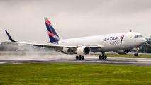 Rare visit of LATAM Cargo B763 to San Jose title=