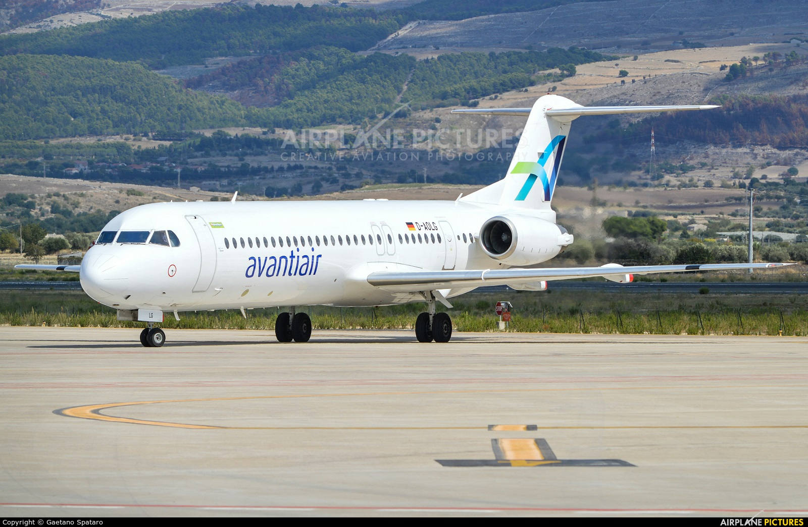 AvantiAir D-AOLG aircraft at Comiso - Sicily