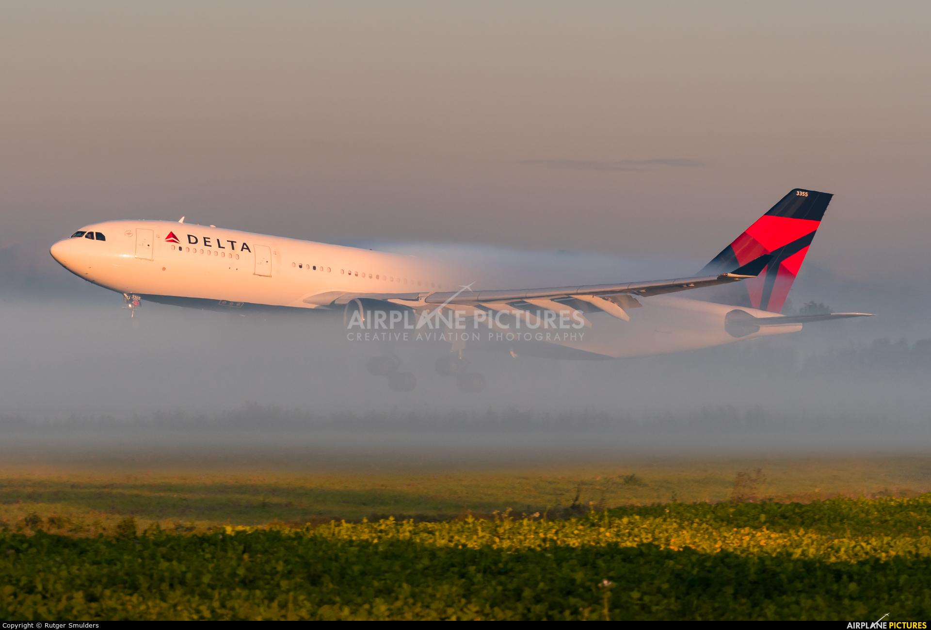 Delta Air Lines N855NW aircraft at Amsterdam - Schiphol