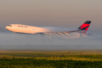 N855NW - Delta Air Lines Airbus A330-200