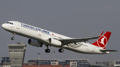 TC-JSO - Turkish Airlines Airbus A321