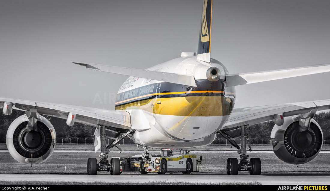 Singapore Airlines 9V-SMF aircraft at Munich