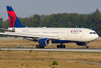 N858NW - Delta Air Lines Airbus A330-200
