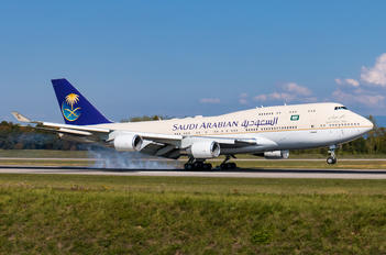 HZ-HM1 - Saudi Arabia - Royal Flight Boeing 747-400