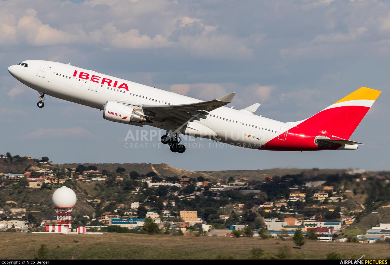 Iberia EC-MLP aircraft at Madrid - Barajas