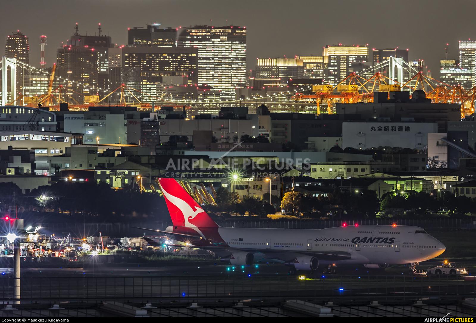 QANTAS VH-OEB aircraft at Tokyo - Haneda Intl