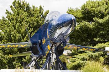 161746 - USA - Navy McDonnell Douglas F/A-18B Hornet