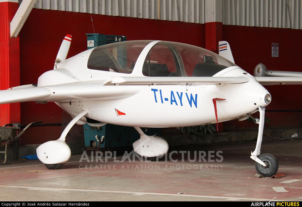 Private TI-AYW aircraft at San Jose - Tobías Bolaños Intl