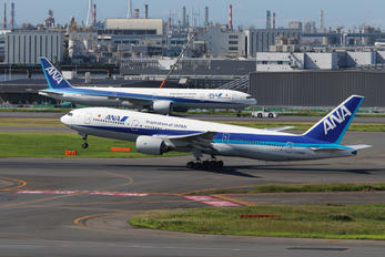 JA8969 - ANA - All Nippon Airways Boeing 777-200