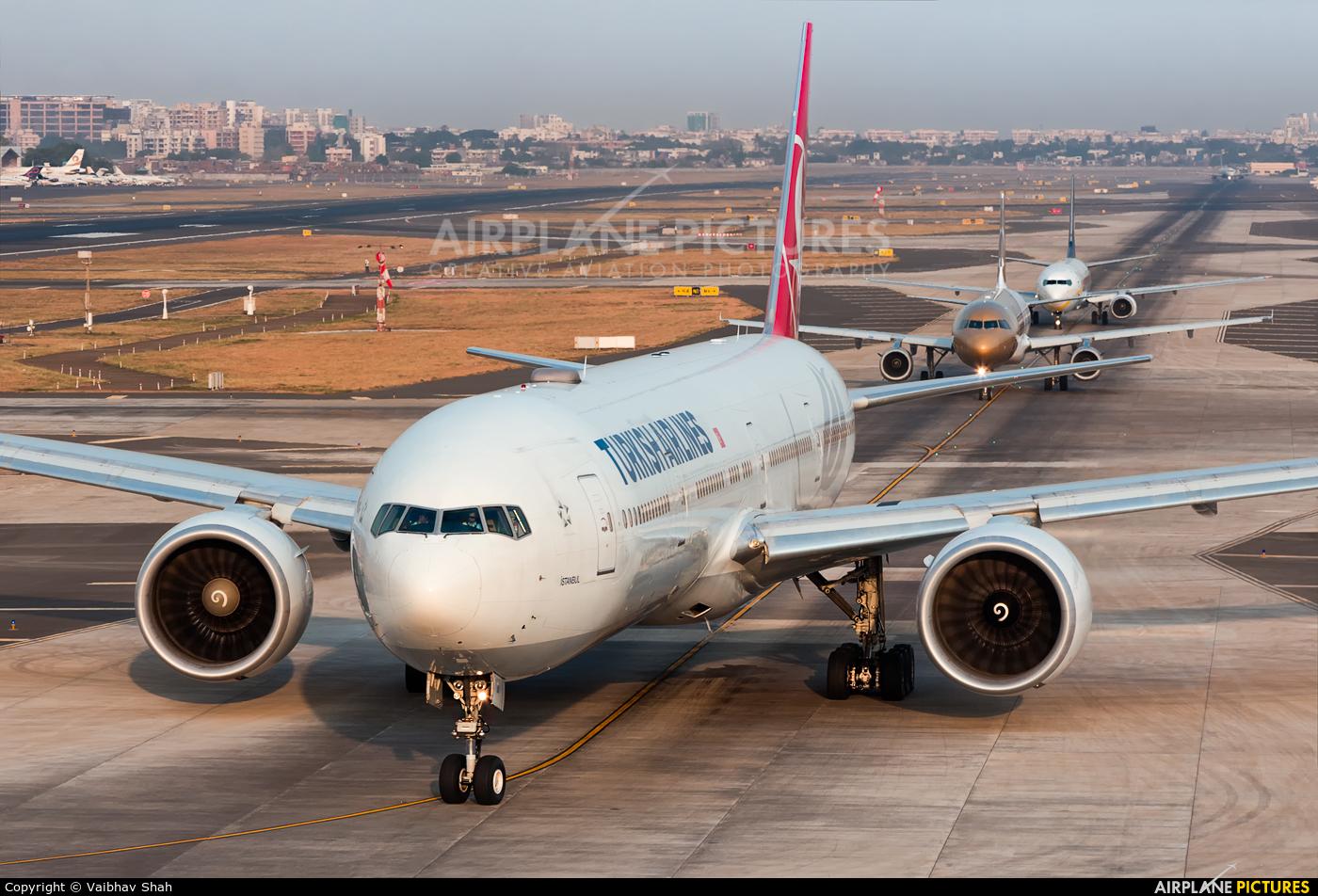 Turkish Airlines TC-JJO aircraft at Mumbai - Chhatrapati Shivaji Intl