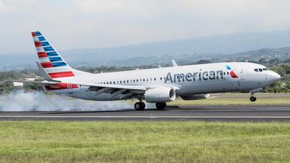 N953NN - American Airlines Boeing 737-800