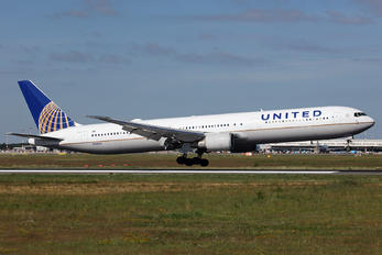 N78060 - United Airlines Boeing 767-400ER