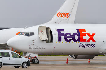 OO-TNP - FedEx Federal Express Boeing 737-400F