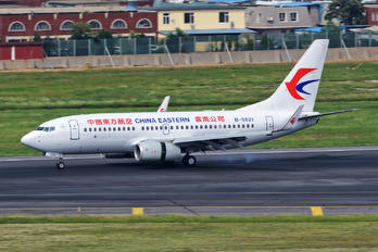 B-5821 - China Eastern Airlines Boeing 737-700