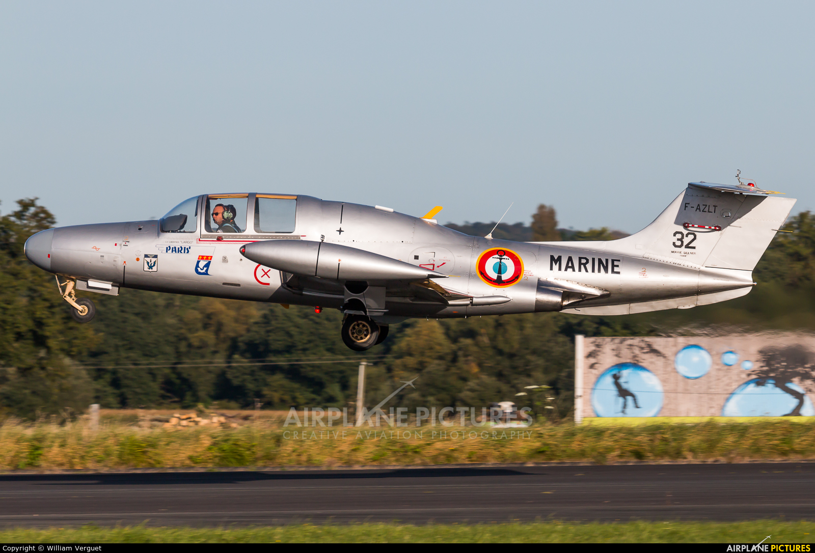 Private F-AZLT aircraft at Morlaix Ploujean Airport