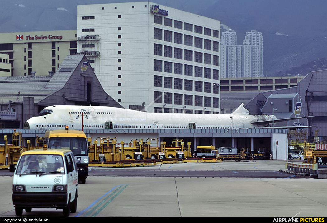 China Airlines B-165 aircraft at HKG - Kai Tak Intl CLOSED
